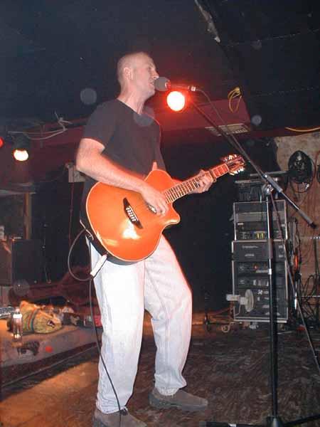 Bob acoustic (1), 13 Nov 2001